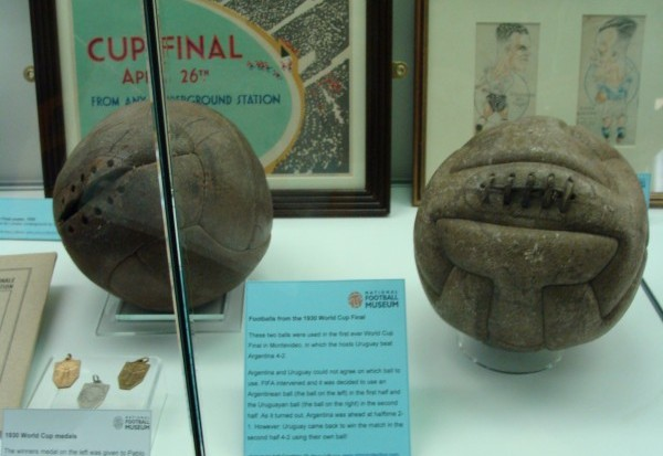 Balls_from_the_1930_World_Cup_final-e1468341672192