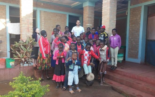 """Humanitarna udruga """"Možemo zajedno"""" i izdavačka kuća Profil Klett humano i solidarno u Tanzaniji"""