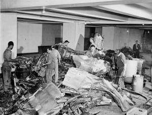 Empire_State_Building_plane_crash_wreckage_1945