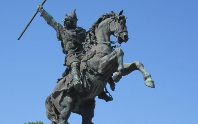 Statue_dDgilliaume_lé_Contchéthant_à_Falaise_01-660x413-640x400