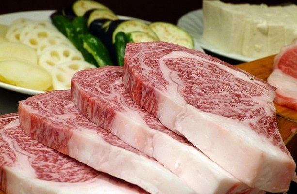 meat-361270_640-640x413