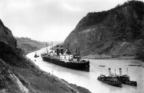 Kroonland_in_Panama_Canal_1915