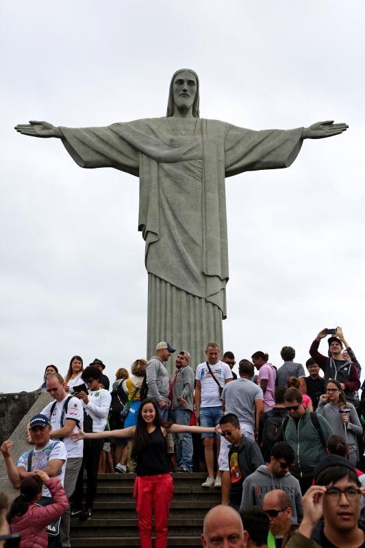 23.08.2016., Rio de Janeiro - Kip Krista Otkupitelja, portugalski O Cristo Redentor je kip koji prikazuje Isusa Krista na brdu Corcovado u Rio de Janeiru. Skulptura je visoka 39,6 metara od cega samo postolje ima visinu od 9,5 metara i ima tezinu od 700 tona, a nalazi se na 709 metara nadmorske visine. Izgradjena je od armiranog betona i steatita. 8. srpnja 2007. proglasen je za jedno od novih sedam svjetskih cuda. Photo: Igor Kralj/PIXSELL