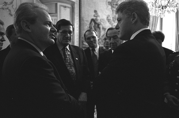 President_Clinton_talking_with_Serbian_President_Slobodan_Milosevic_-_Flickr_-_The_Central_Intelligence_Agency