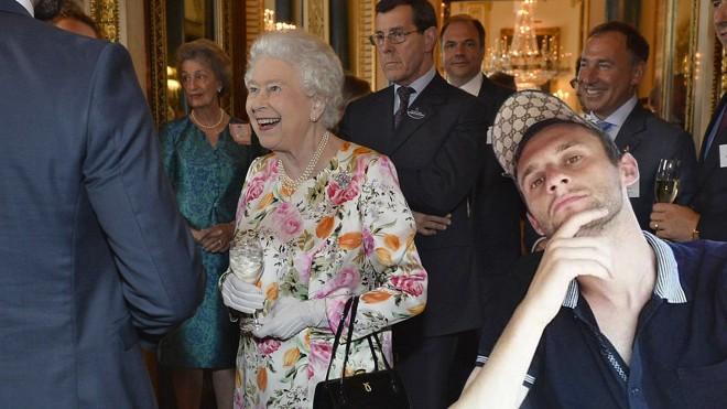 #EpicBrozo pozira s engleskom kraljicom Elizabetom II