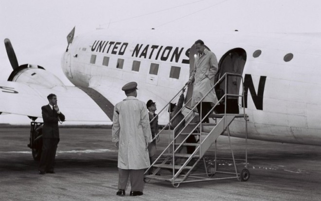 1024px-mr-_dag_hammarskjold_arrives_at_lydda_airport_on_his_way_from_beirut_to_cairo_1956-e1473924806430
