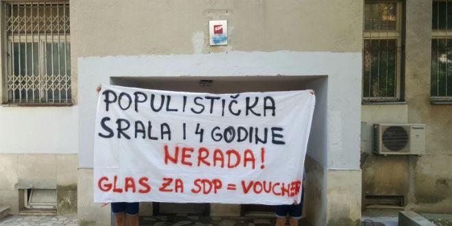 Ispred prostorija SDP-a. FOTO: Dalmatinski portal