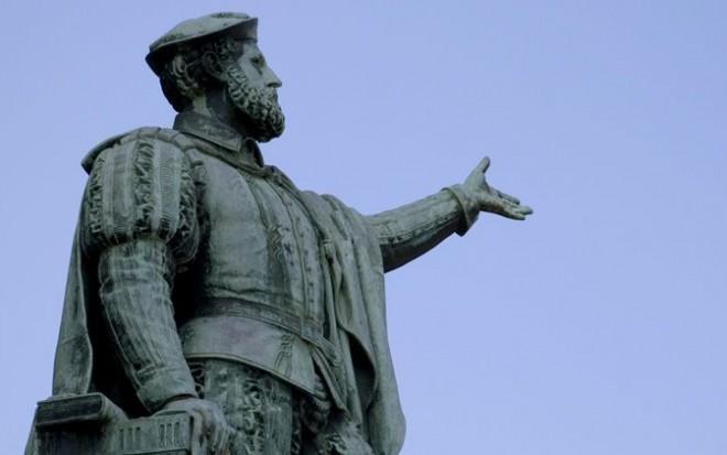683px-Elcano-estatua