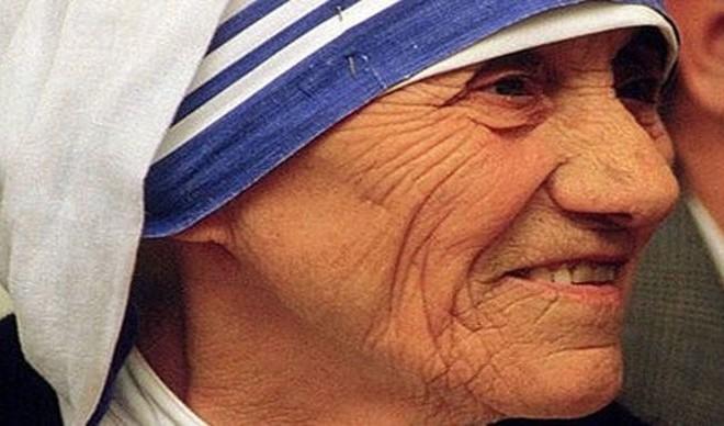 IMAMO SVETICU: Papa Franjo proglasio svetom Majku Terezu