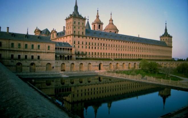 monastery_of_san_lorenzo_de_el_escorial-e1473426389854