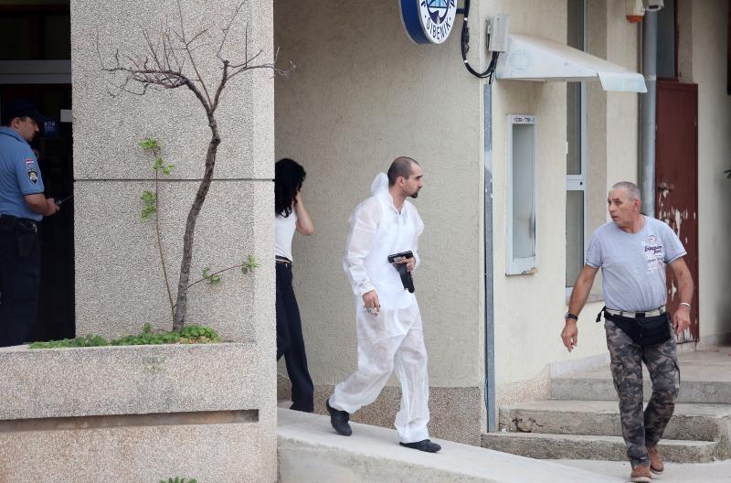 07.09.2016., Tribunj - Opljackana poslovnica Jadranske banke. Policijski ocevid je u tijeku.  Photo: Dusko Jaramaz/PIXSELL