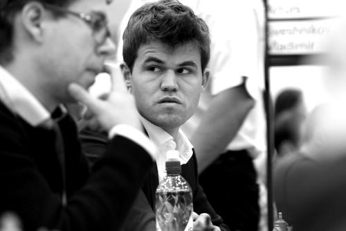 Ozbiljno lice svjetskog prvaka Magnusa Carlsena