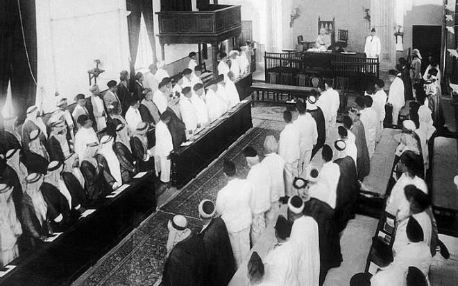 faisal_i_in_the_iraqi_parliament_1932