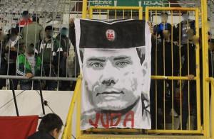 Plakat koji su Torcidaši izvjesili tijekom utakmice