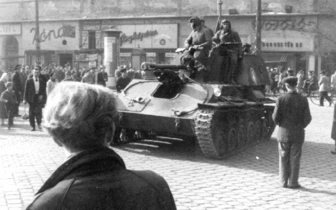 1956_budapest_t-54_hungariantroops