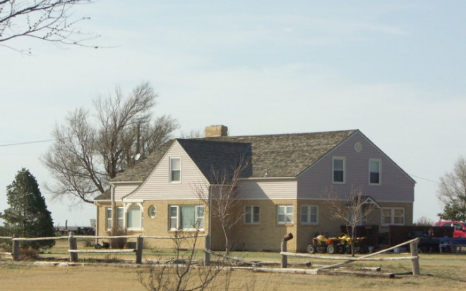 clutter_home_holcomb_ks_march_2009
