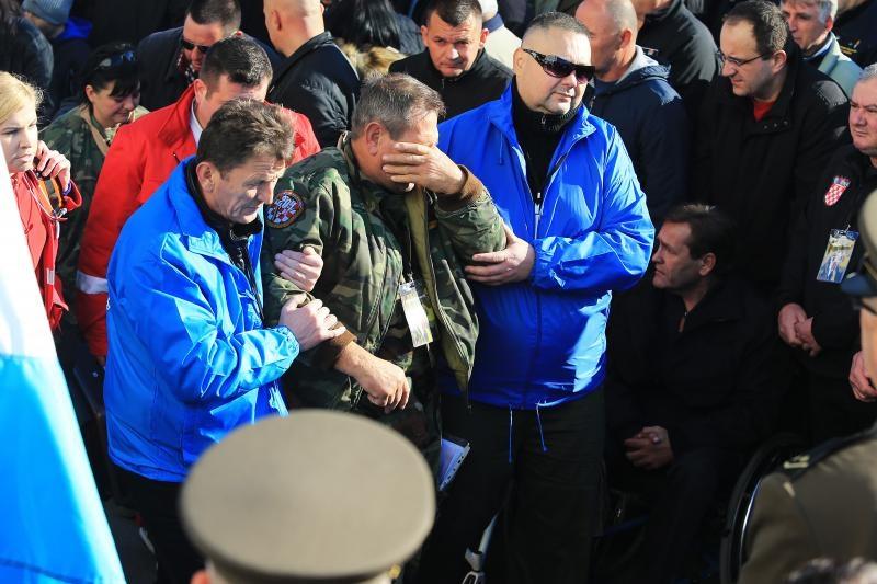 18.11.2016., Vukovar - Dan sjecanja na zrtvu Vukovara 1991.-2016. Tijekom pocetka Kolone sjecanja jednom od branitelja je pozlilo te mu je pruzena medicinska pomoc. Photo: Davor Javorovic/PIXSELL
