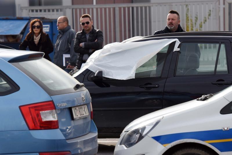 19.11.2016., Nedeljanec - U automobilu na parkiralistu trgovackog centra Kitro pronadjena su tijela muskarca i zene. Policija je izvijestila da se radi o ubojstvu i samoubojstu. Photo: Vjeran Zganec-Rogulja/PIXSELL