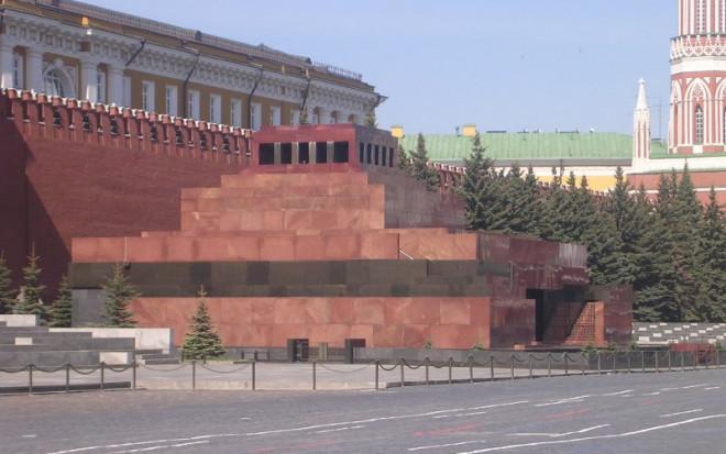 red-sq-lenins-mausoleum-02-e1477653325913