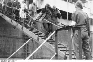 Ausschiffung von Flüchtlingen aus Ostpreußen