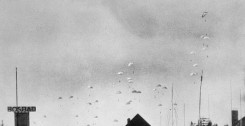 640px-Duitse_parachutisten_landen_in_Nederland_op_10_mei_1940b