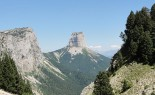 640px-Mont_Aiguille_vu_du_Pas_de_l'Aiguille