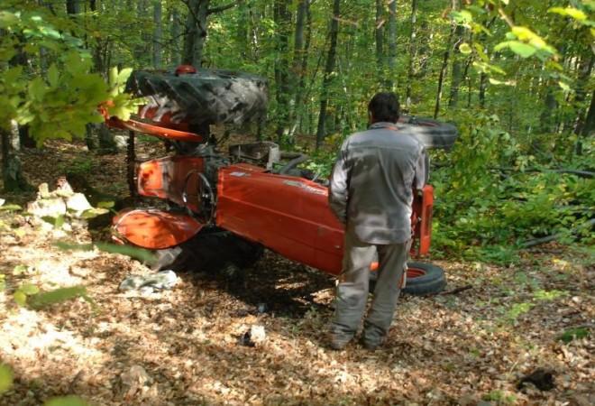 U prevrtanju traktora u šumi kod Slunja poginuo 60-godišnjak ...