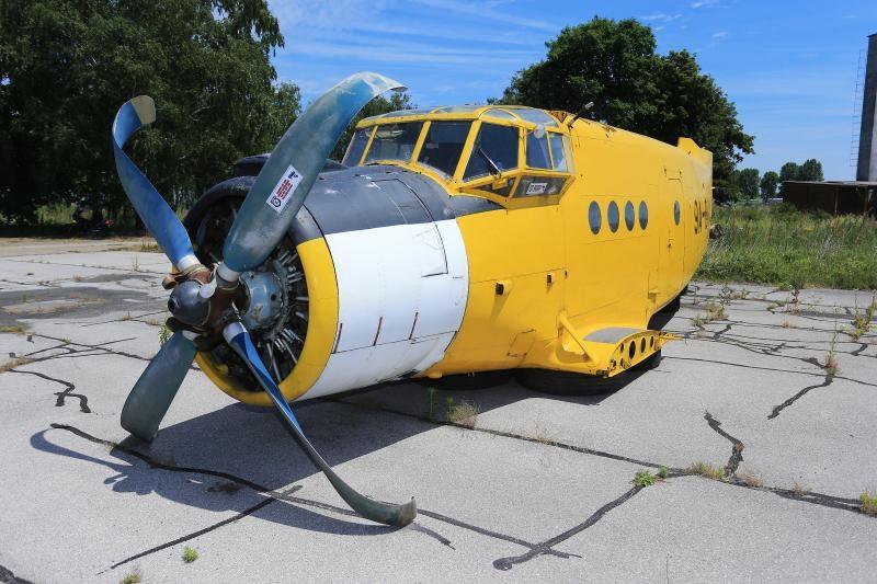 12.06.2017., Osijek - Osjecanin Kreso Cosic vlasnik je legendarnog aviona Antonov An2 koji je proizveden 1976 godine. To je prvi avion kojeg je projektirao Oleg Antonov,a projektiran je kao laki transportni i visenamjenski avion za potrebe sumarstva i poljoprivrede. Tijekom domovinskog rata avion je sluzio kao bombarder te za prijevoz tereta. Photo: Davor Javorovic/PIXSELL