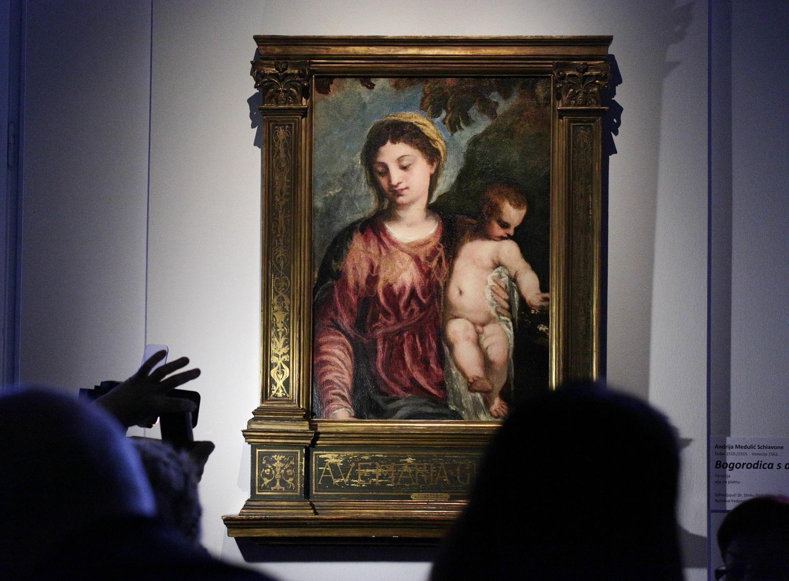 Foto Bogorodica S Djetetom Vratila Se U Domovinu Dnevno