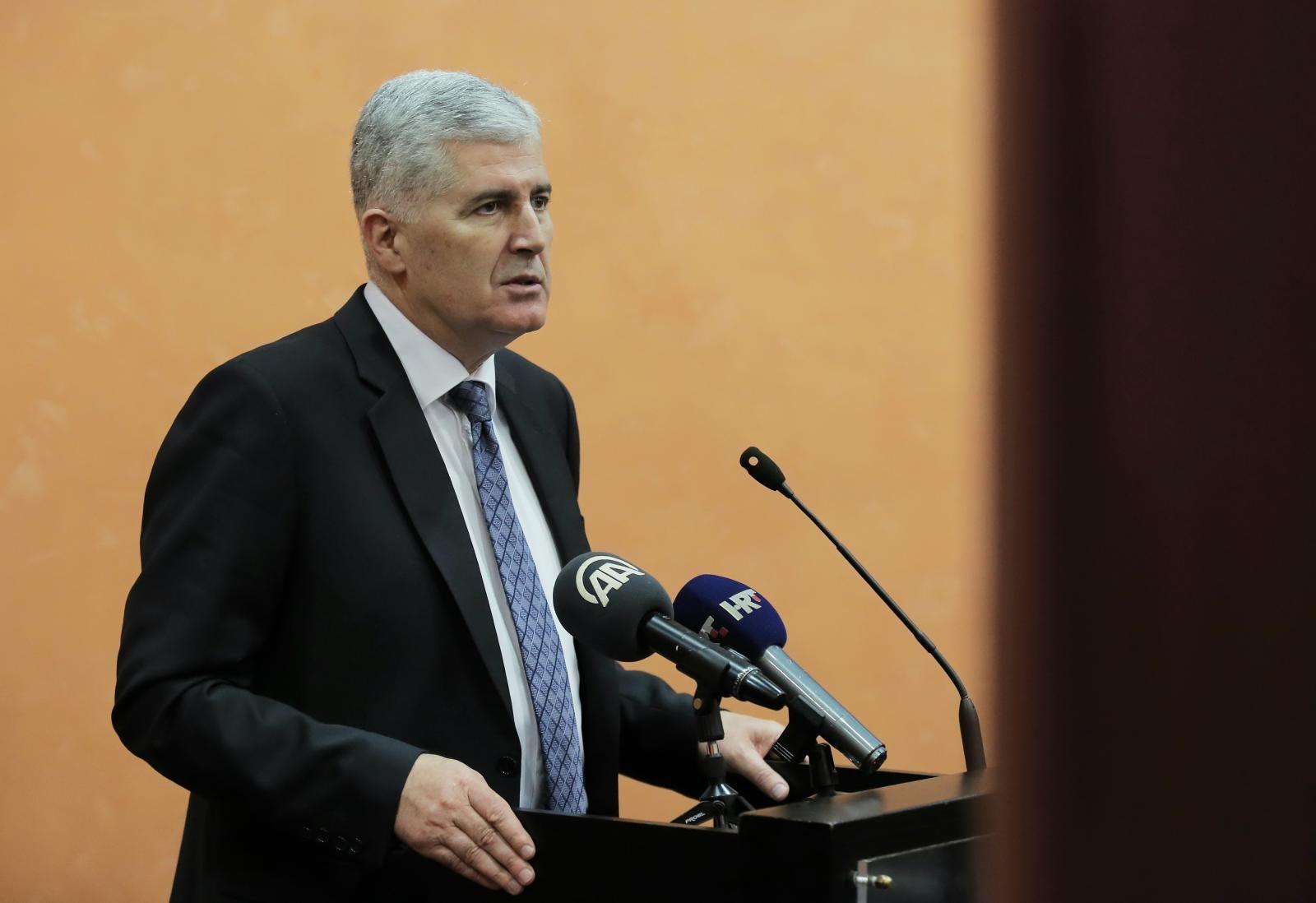 'OPET BI STALI U ZAŠTITU LIJEPE NAŠE': Čović poslao čestitku povodom Dana državnosti, otkrio što očekuje od Zagreba