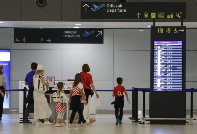 Ljudi Bijesni Zbog Nenadano Otkazanog Leta Propali Im Sastanci Ili Vise Ne Stignu Na Sljedece Letove U Frankfurtu Dnevno Hr