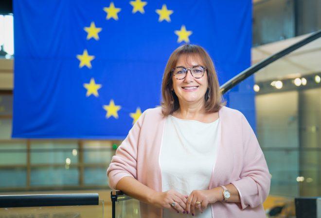 Dubravka Šuica dobila zeleno svjetlo Odbora za ustavna pitanja EP . Petokolonaši na respiratorima 18-10-03-Suica-portrait-STR-2-660x450