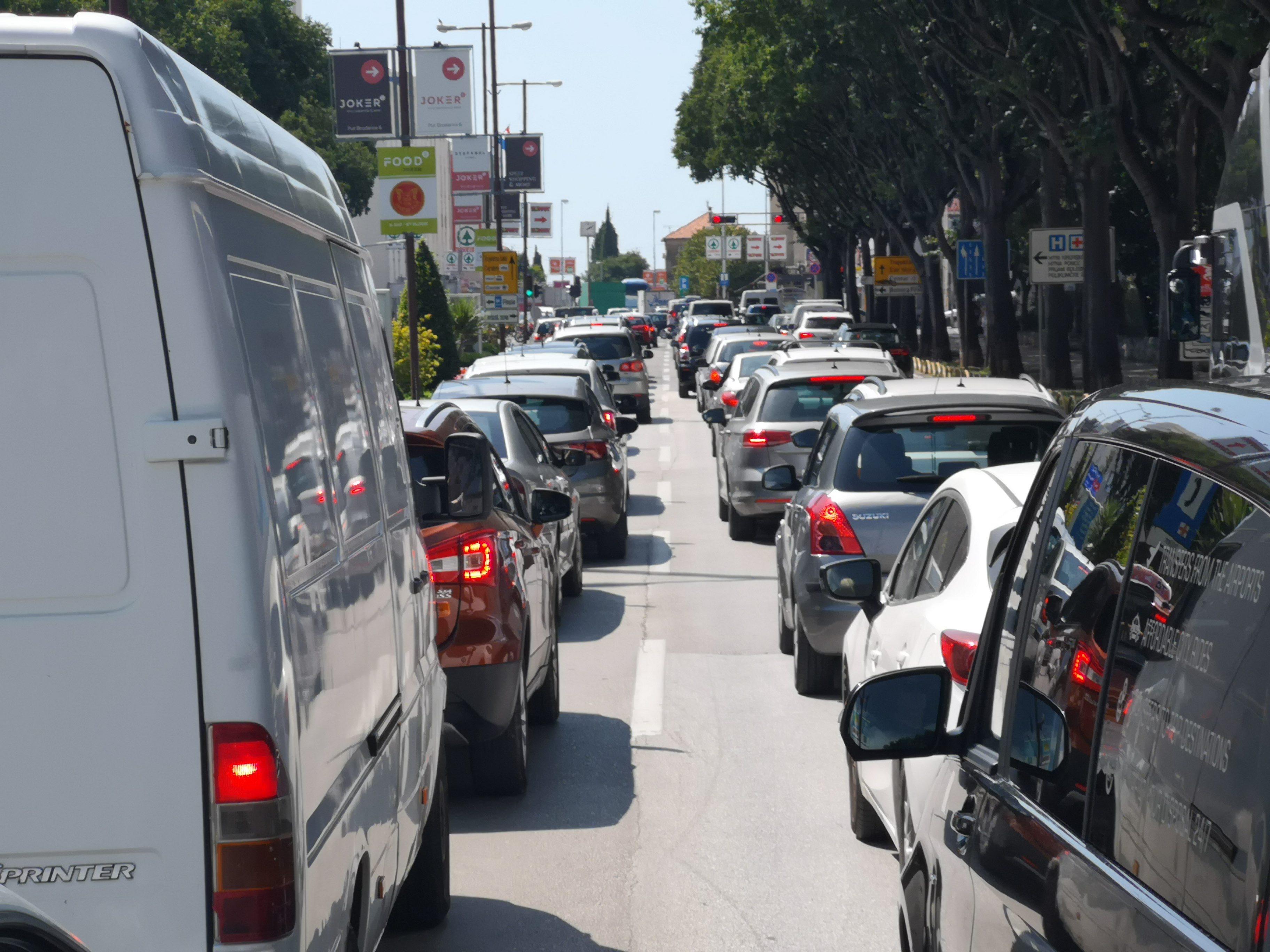 Guzve Diljem Zemlje Kolone Se Stvaraju Vec Sada Popodne Pojacan Promet Dnevno Hr