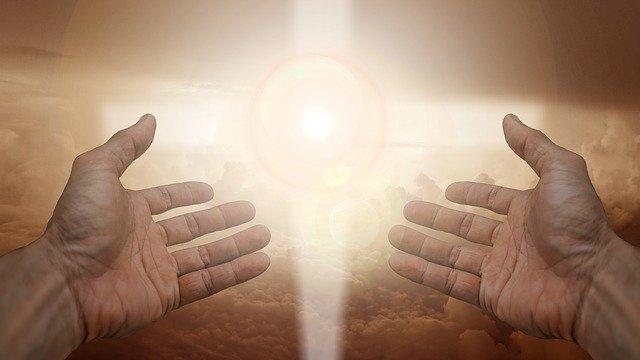 Image result for Molitva da u novoj godini Bog bude na prvom mjestu: Neka Božja svjetlo sja na vas, kroz vas i u vama