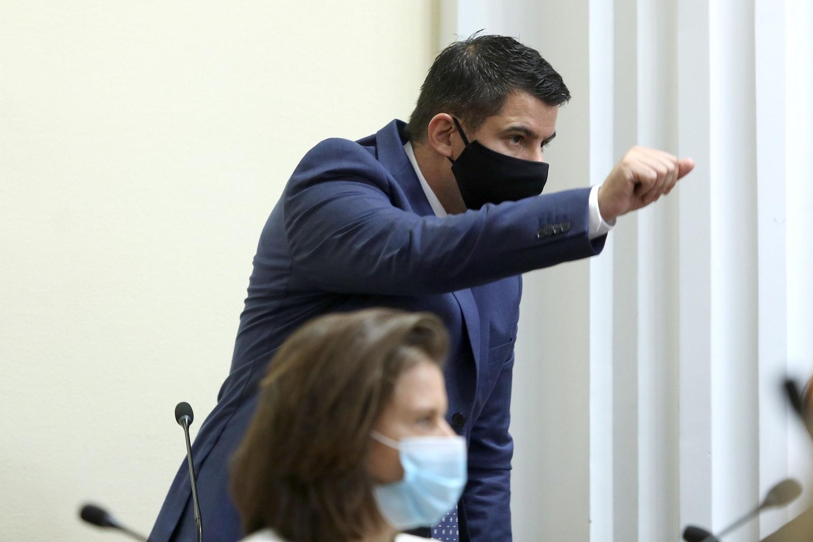 TEŠKE RIJEČI IZMEĐU PLENKOVIĆA I GRMOJE, INTERVENIRAO I JANDROKOVIĆ Mostovac: 'Želimo vertikalu da vaši razbojnici ne pljačkaju'