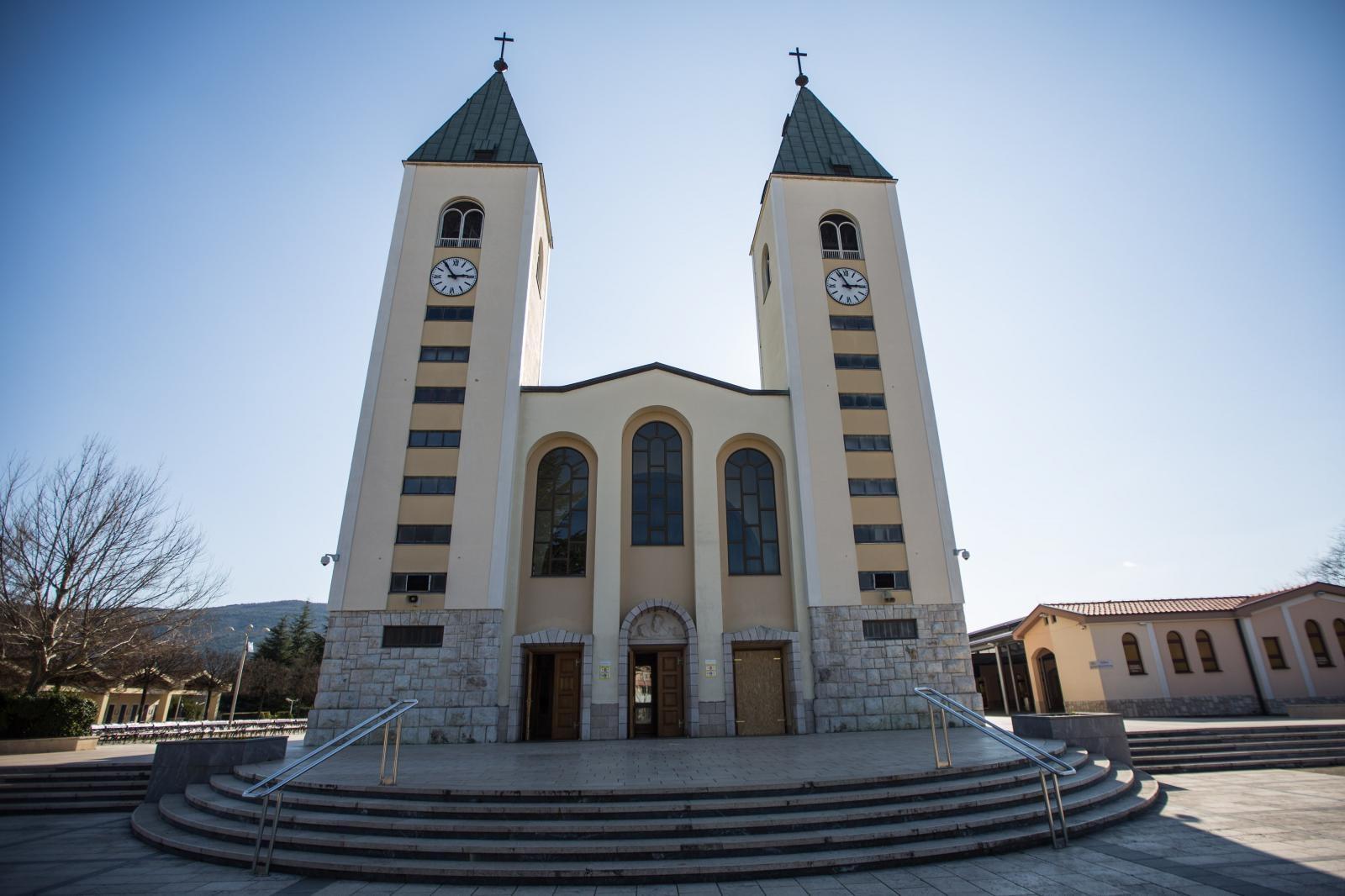 HEREZA I BLUDNI GRIJEH! POTRES U MEĐUGORJU! Crkva izopćila fratra: 'Izabran sam u jezgru od 49 bića da uredim Svemir'!