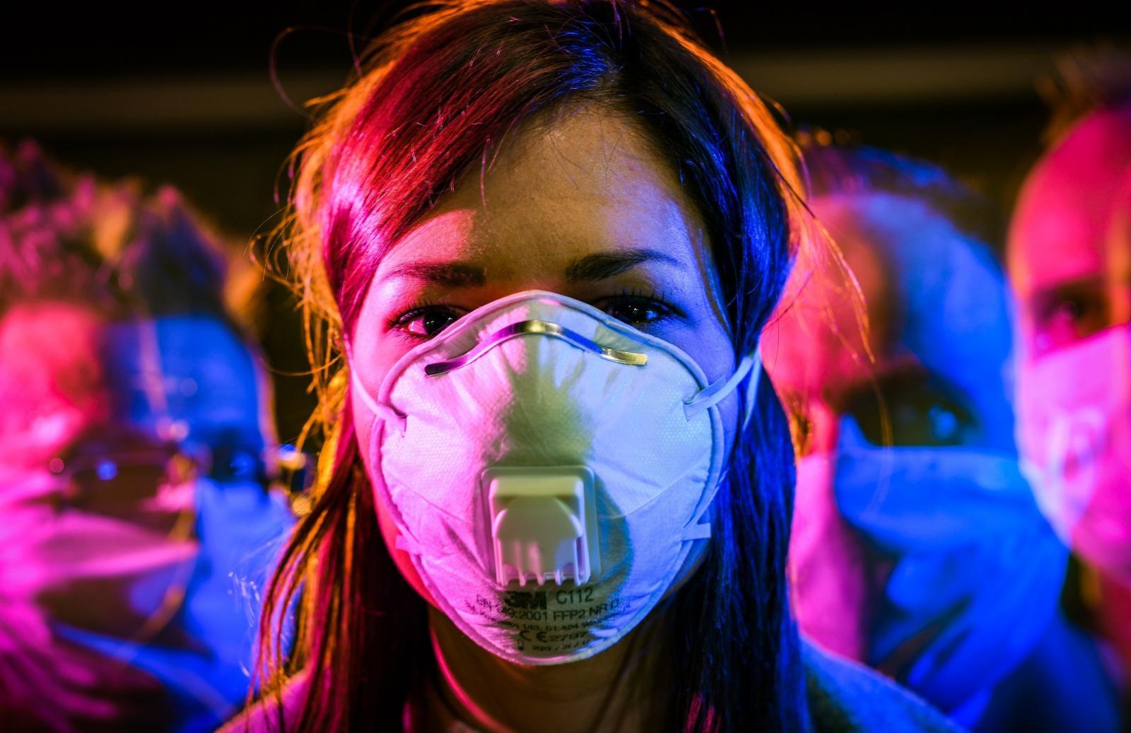 (FOTO) MODNI PROMAŠAJ ILI HIT? Nakon raznih motiva na maskama, dolaze i neobični modni dodaci na istima!