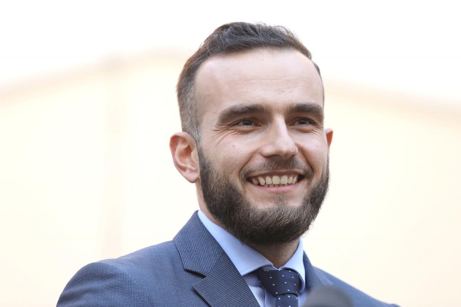 KAKO SE OSOKOLIO! Aladrović vratio Milanoviću: Neka javnost procijeni hoće li me doživljavati kao pudlicu, nekog malo većeg psa ili lava