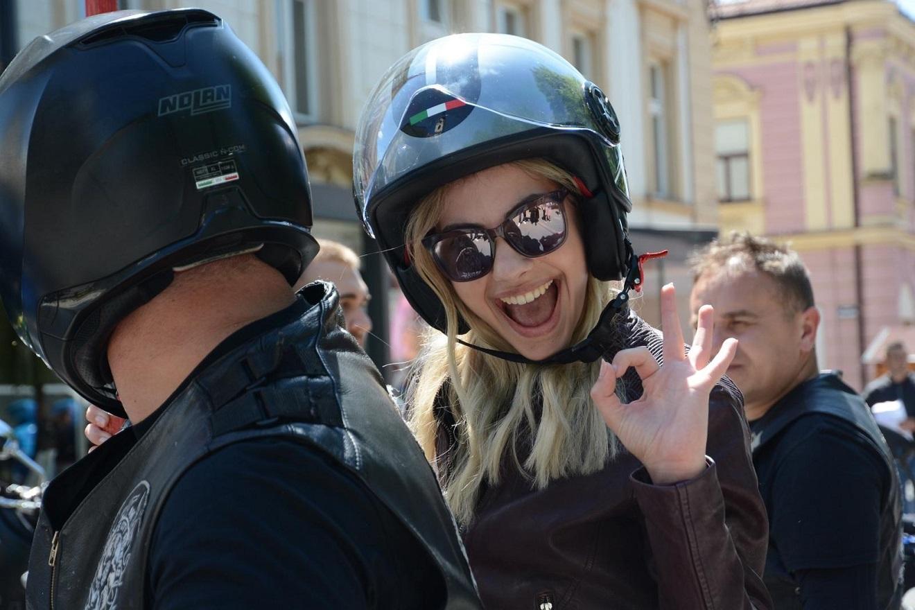 (FOTO) POZNATA GLUMICA NAKON SEDAM MJESECI 'ŠUTNJE': Objavila fotografiju pa dobila nevjerojatne komentare