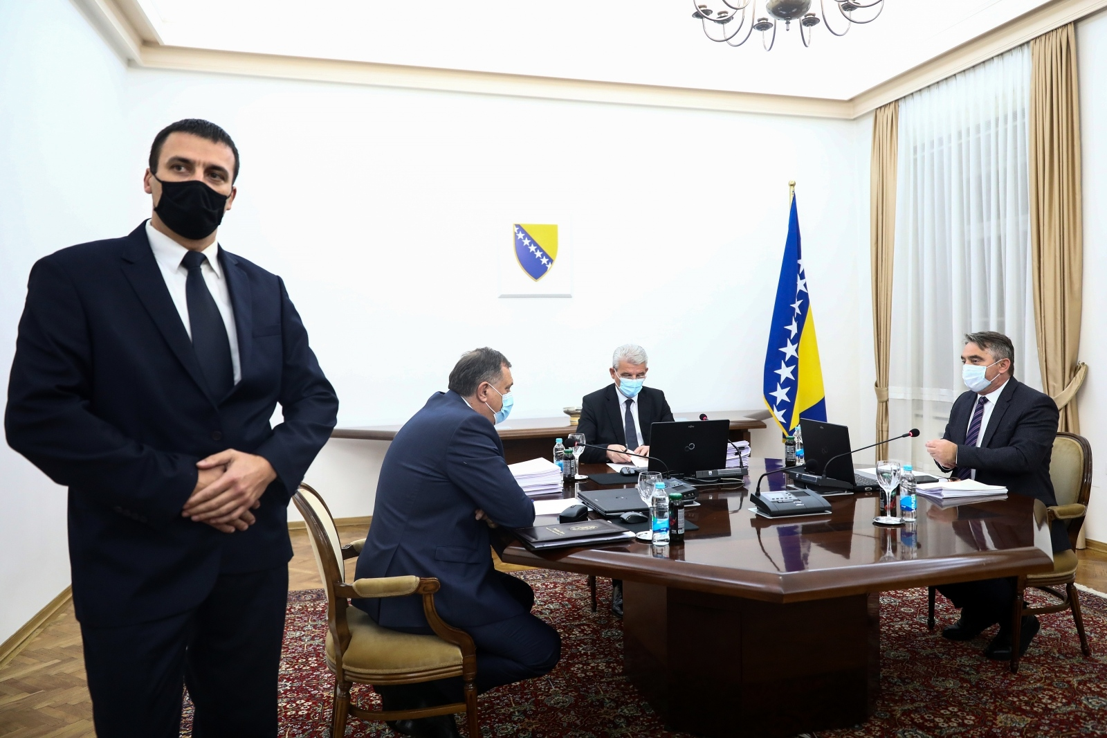 NOVI AMERIČKI POSEBNI IZASLANIK ZAGRMIO: Za korupciju u BiH vrlo ćemo agresivno koristiti sankcije!