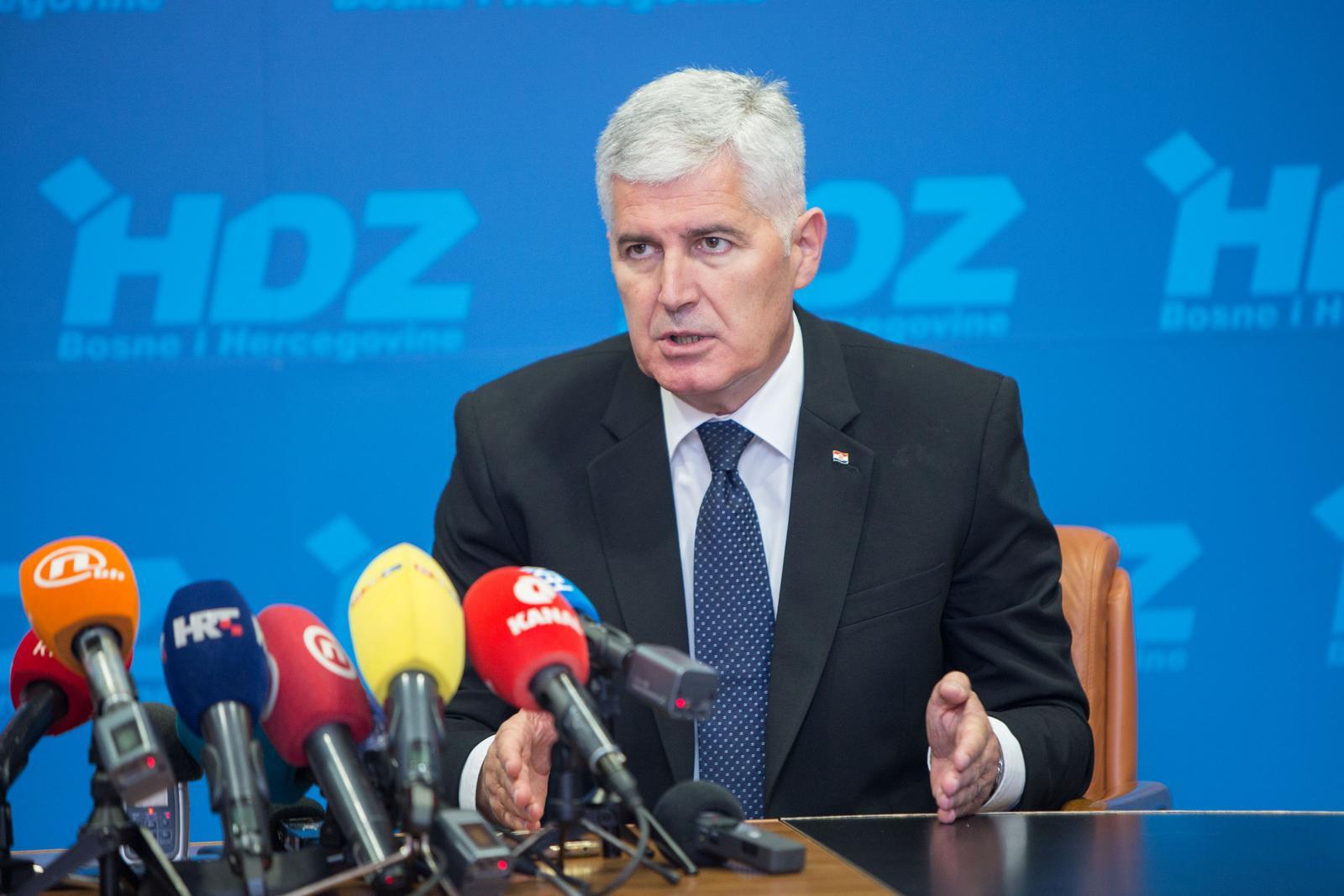 ČOVIĆ OTKRIO KAKO UREDITI BiH! OVO JE OZBILJNA IDEJA: 'U Federaciji s 11 vlada i parlamenta došli bi samo na dvije!'