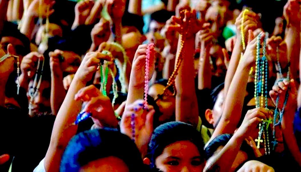 Veliko čudo na Filipinina: Kako je 2 milijuna ljudi s krunicom u rukama  srušilo vlast u zemlji! - Dnevno.hr